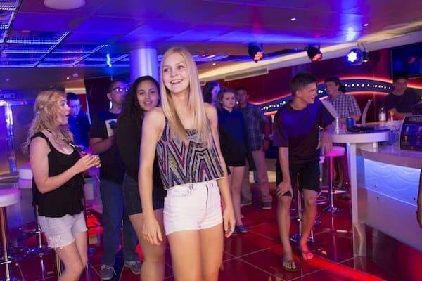 Club O2 - Carnival Cruise Line