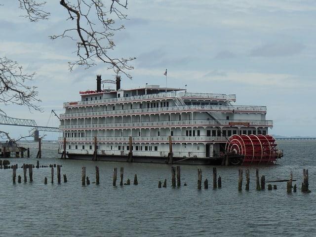 river boat astoria oregon