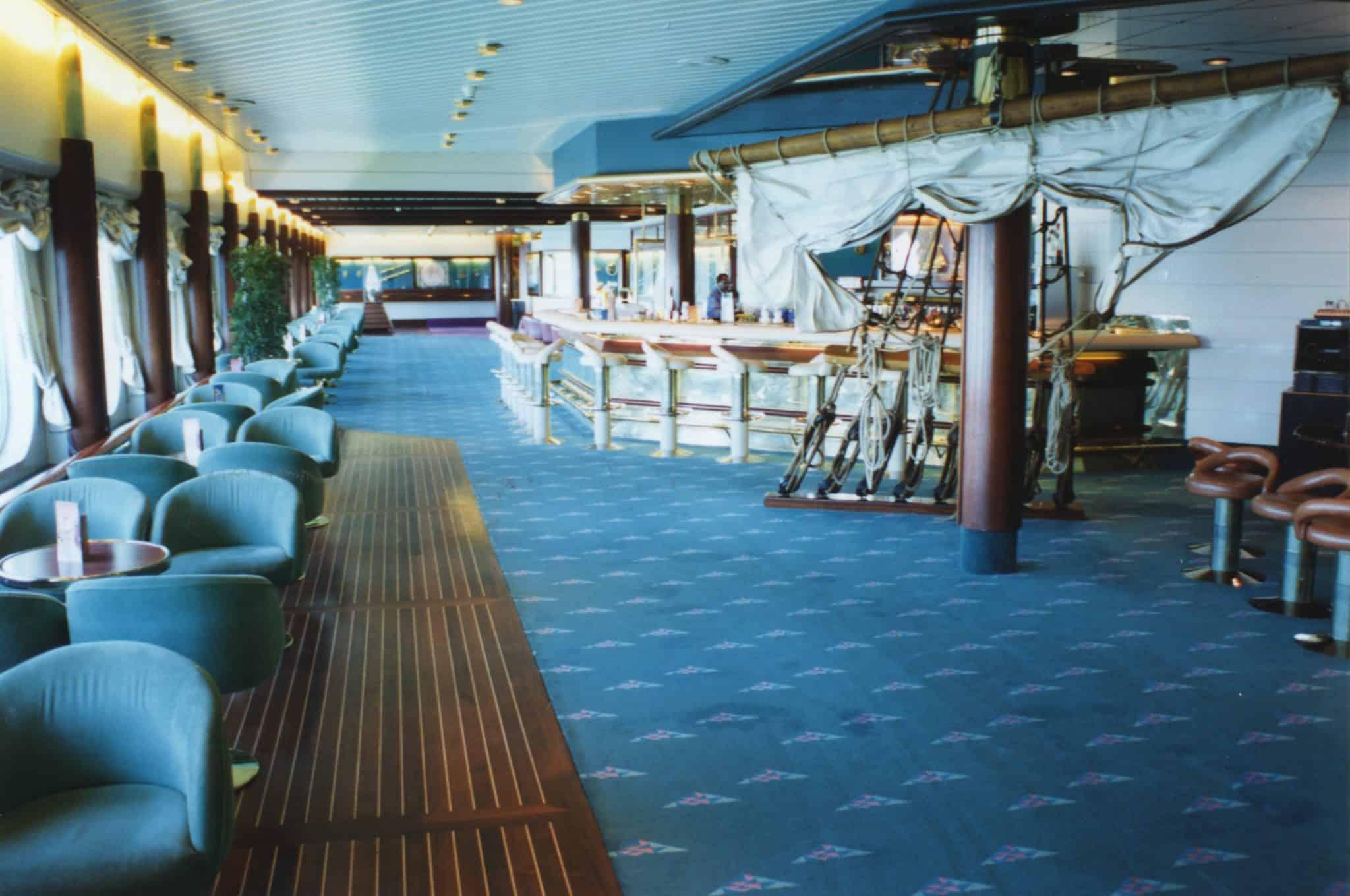 Bar royal caribbean ship