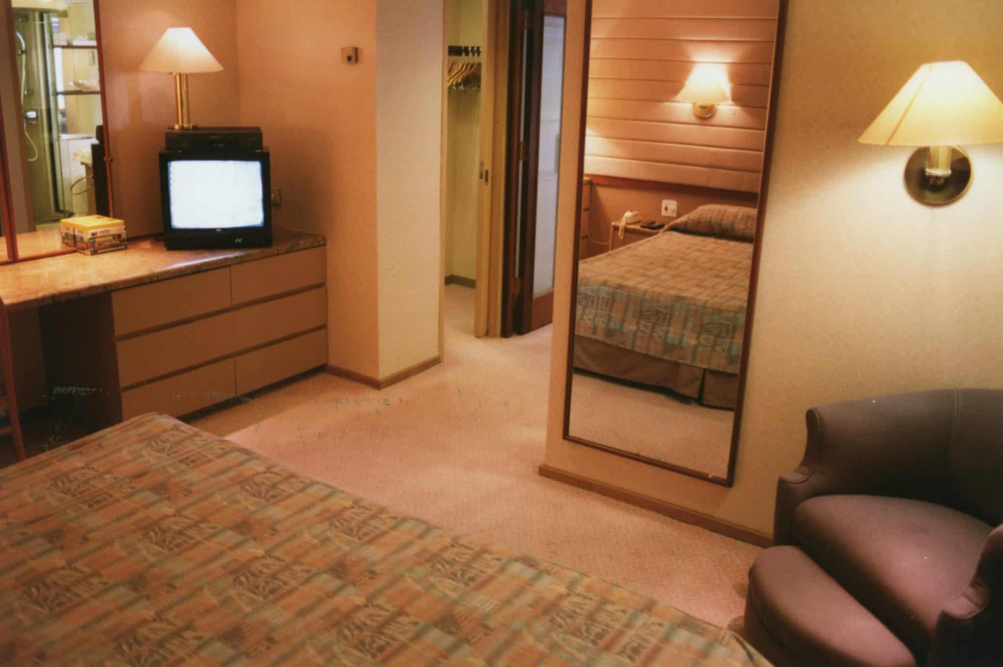living area cruise suite