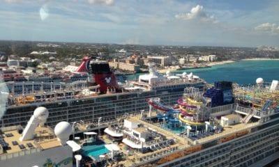 ships docked in Nassau
