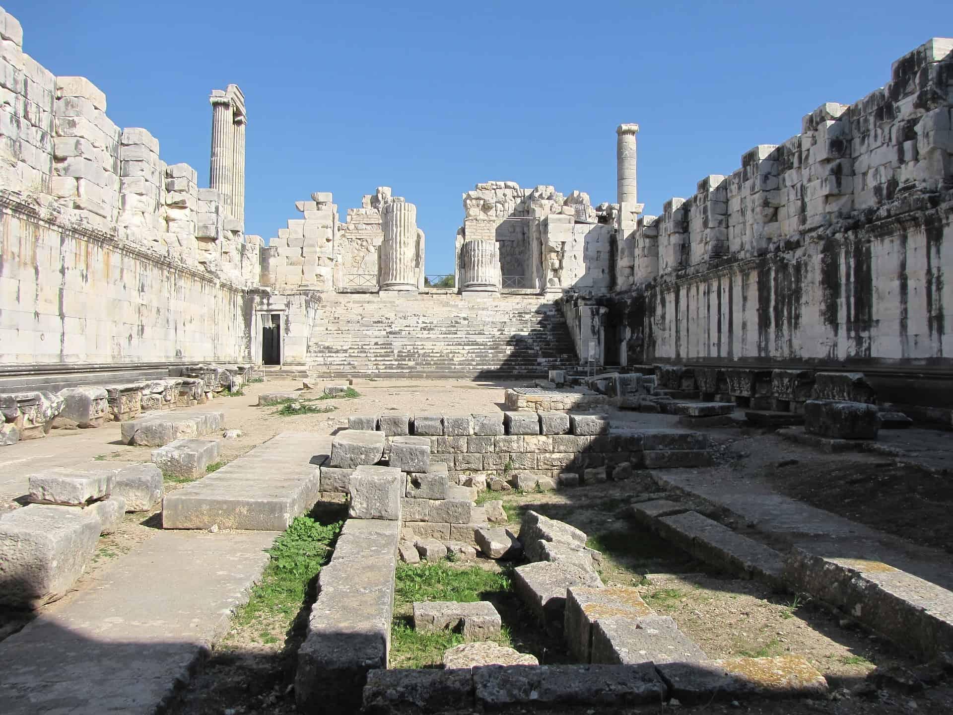 didyma temple of apollo turkey pixabay