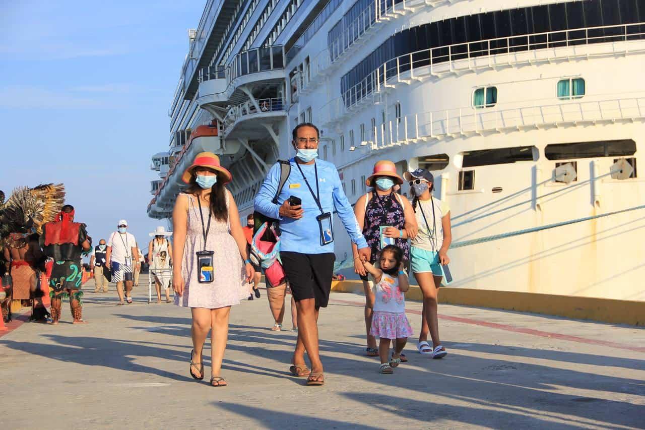 passengers arrive in progreso mexico from carnival breeze