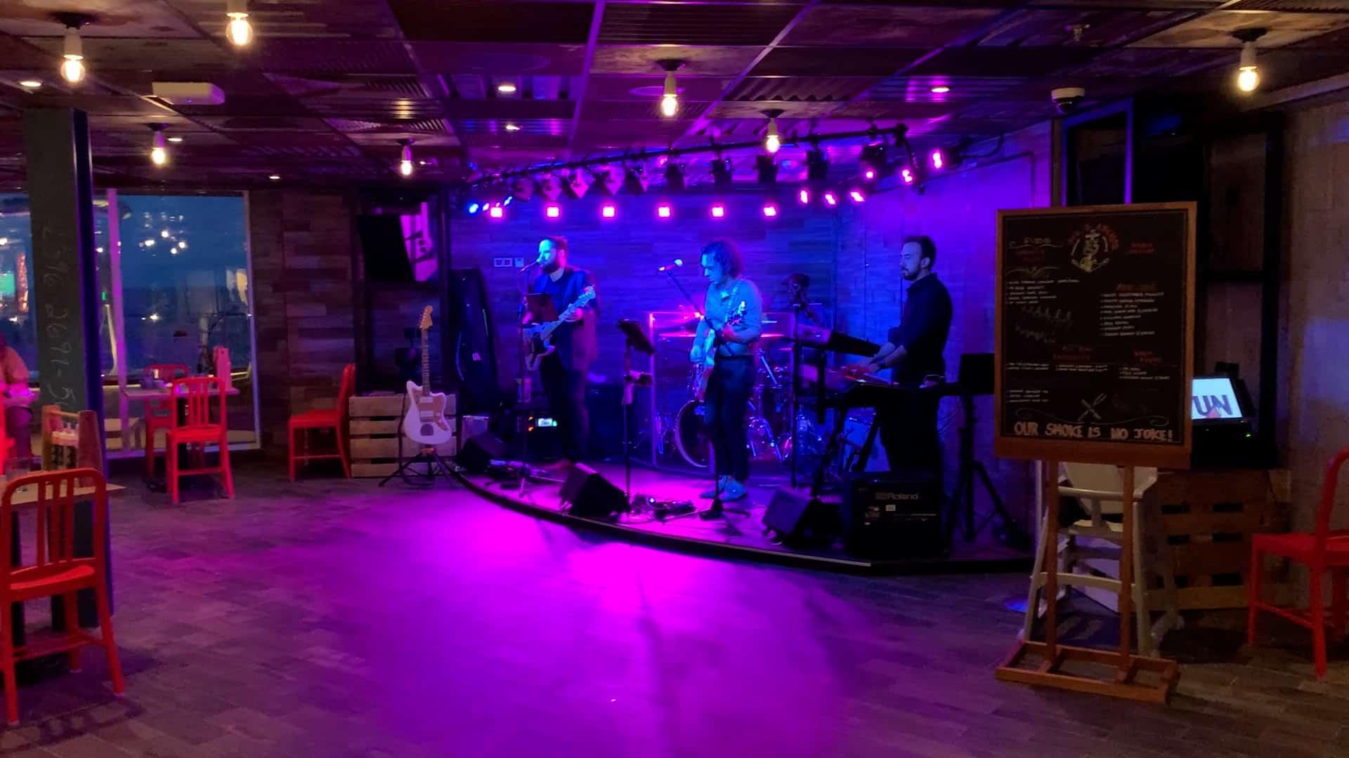 guy's pig and anchor smokehouse band music